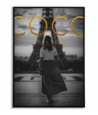 Plakat COCO CHanel ze złotymi napisami i zdjęciem paryża w czerni i bieli