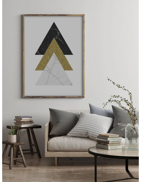 plakat geometryczny z trójkątami, jeden z trójkątów jest ze złota reszta z kamienia, grafika na ściane