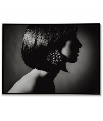 horizontal poster, wall art. Black and white female portrait, poster ideal for the living room or bedroom.