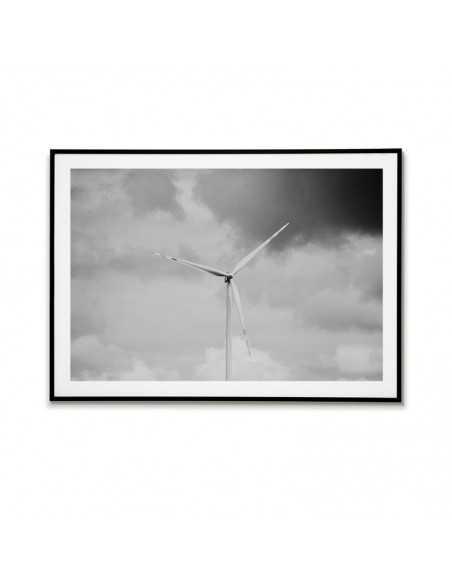 Plakat z wiatrakiem na tle chmur. Czarno biała grafika do ramki idealna do nowoczesnego wnętrza.