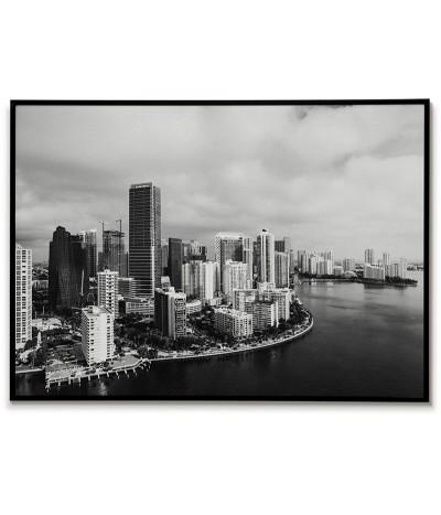 Plakat fotograficzny wykonany w czerni i bieli. Na plakacie znajduje się widok na miasto Miami w USA.